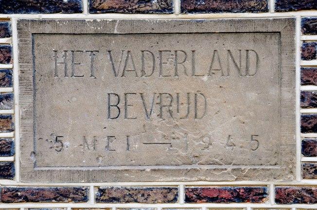 1280px-Het_Vaderland_bevrijd,_5_mei_—_1945
