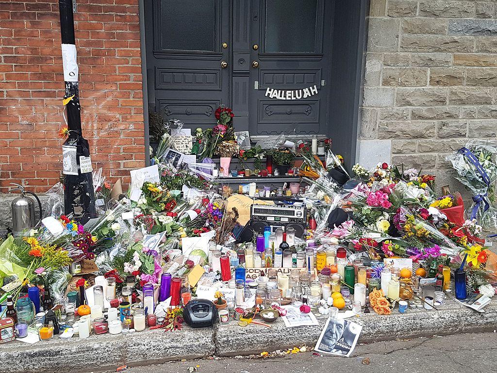 2016-11-12_Leonard_Cohen_memorial_Montreal_(30927893376)