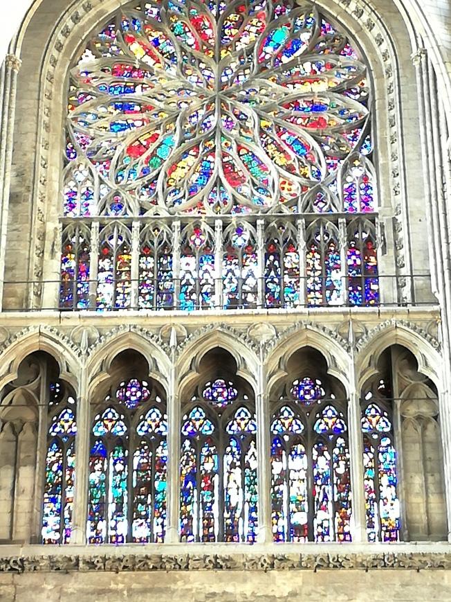 Glas in lood raam cathedraal amiens.jpg